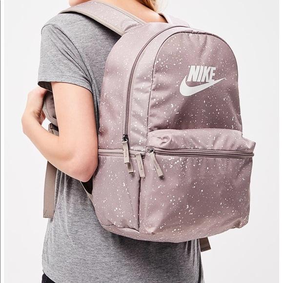 7add5a677c376 Nike Heritage Backpack Print Beige Unisex NWT